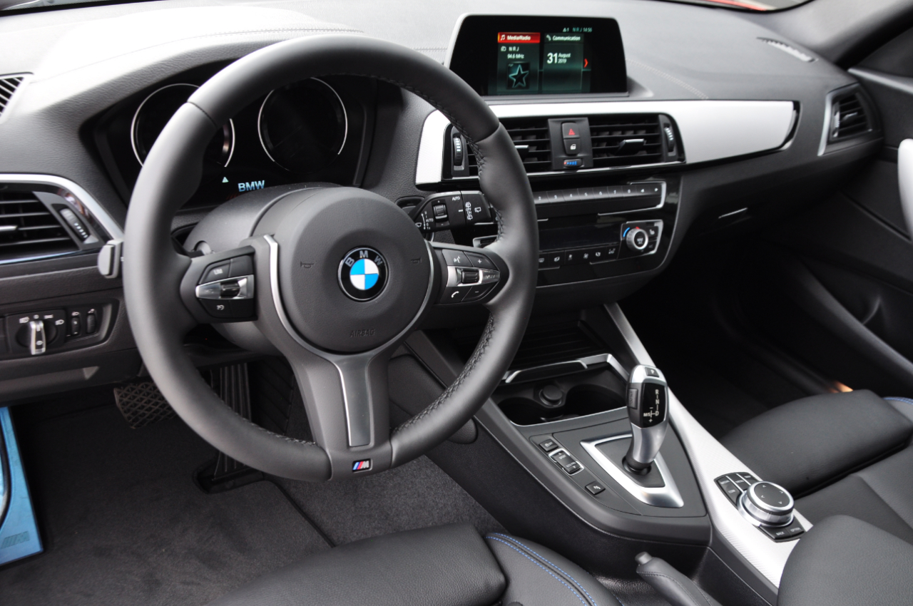 GDC Auto BMW 118 M-Pack |Leder|Navi| EDITION SCHADOW|